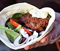 Mynta- & fetabiffar med grön tapenadeyoghurt | Recept ICA.se Ground Lamb, Ground Beef, Tapenade, Lchf, Meatloaf, Paleo, Food, Essen, Beach Wrap