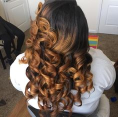 Color Love Hair, Great Hair, Gorgeous Hair, Pretty Hairstyles, Wig Hairstyles, Curly Hair Styles, Natural Hair Styles, Honey Blonde Hair, Transitioning Hairstyles