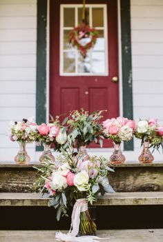 Flowers bouquet for rustic wedding | Rustic Barn Wedding In The Blue Ridge Mountains | http://www.bridestory.com/blog/rustic-barn-wedding-in-the-blue-ridge-mountains
