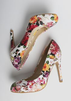 Make an entrance with these stunning white heels featuring a vintage-inspired floral print.