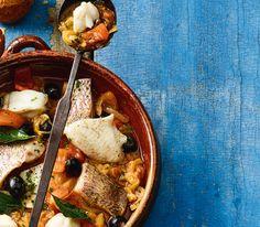 Gemischte Meerfische als Filets oder Tranchen werden für dieses provenzalische Gericht in einer würzigen Tomaten-Zwiebel-Sauce gegart.