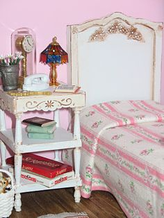 handmade bed and table Gorgeous handmade barbie house; site has great tips for using readily available, easy to use items!
