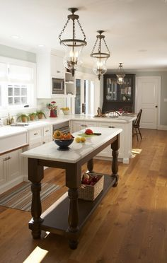 Love the moveable narrow kitchen island. Works great with the peninsula. Could do this for our kitchen when it's done!