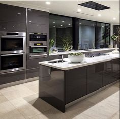 If you want a luxury kitchen, you probably have a good idea of what you need. A luxury kitchen remodel […] Luxury Kitchen Design, Best Kitchen Designs, Luxury Kitchens, Interior Design Kitchen, Home Kitchens, Home Design, Design Küchen, Diy Interior, Design Case
