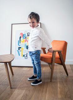 À la recherche d'un fauteuil design, qui s'intègre dans n'importe quel intérieur et qui, grâce a un design intemporel, traversera les différentes modes ? J'ai trouvé ce qu'il vous faut. C'est la marque 366 Concept qui fait renaître le design polonais en proposant une superbe réédition du fauteuil mythique du designer Jozef Chierowski.<br /> <br /> <br /> <br /> <br /> <br /> Déclinée en fauteuil pour enfants, adultes ou en canapé 2 places, la réédition du modèle 366, fauteuil emblématique…