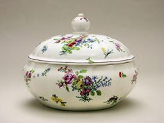 c.1752-54 Chelsea Tureen and cover; soft paste porcelain