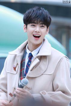 Chaeunwoo from astro Cute Korean, Korean Men, Korean Celebrities, Korean Actors, Kim Myungjun, Park Jin Woo, F4 Boys Over Flowers, Cha Eunwoo Astro, Astro Wallpaper