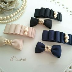 How to make ribbon bow? 8 tips to make a 5 inch hair bow. Making Hair Bows, Diy Hair Bows, Diy Hair Clips, Ribbon Hair Clips, Handmade Hair Bows, Diy Ribbon, Ribbon Bows, Ribbon Crafts, Ribbons