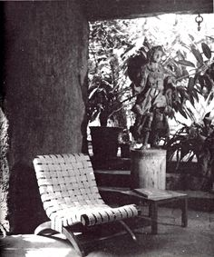 Butaque diseñados por Clara Porset, 1953  Foto. Lola  Álvarez Bravo -  Chair designed by Clara Porset, 1953