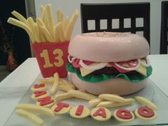 Torta hamburguesa Hamburger, Ethnic Recipes, Food, Home Decor, Hamburgers, Food Cakes, Decoration Home, Room Decor, Meals