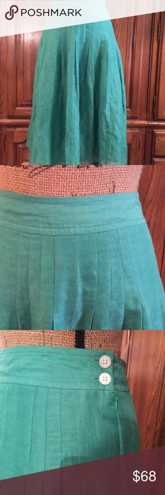 """NWOT Banana Republic Silk Blend Skirt Size 8 in a beautiful Kelly green. It has soft pleating and side zipper and button closure. It is made of 54% linen and 48% silk and is fully lined in 100% acetate. It measures approximately 16.5""""flat at the waist and the hips measure approximately 19""""flat it measures 26"""" long. It does not have pockets Banana Republic Skirts A-Line or Full"""