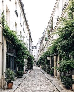 Streets of Paris, France. Places Around The World, Oh The Places You'll Go, Places To Travel, Places To Visit, Around The Worlds, Paris France, Tour Eiffel, Paris Secret, Travel Photographie