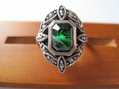 Vintage Sterling Silver Green Givre Glass Marcasite Ring - Size 9