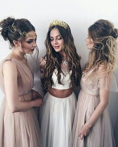 Not mine but I love the florals and the boho style! Diversity in hair styles and dress styles but same bridesmaids colors White Maxi Dresses, Prom Dresses, Wedding Dresses, White Dress, Pretty Dresses, Gold Hair Accessories, Nude Dress, Halloween Disfraces, Inspiration Mode