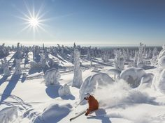 LE MEILLEUR ENDROIT POUR SKIER La saison de ski dure en Finlande jusqu'à plus de 6 mois, soit de fin octobre jusqu'au mois de mai. Au…
