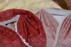 Miedertüchl mit Zierstich in rot und rosa