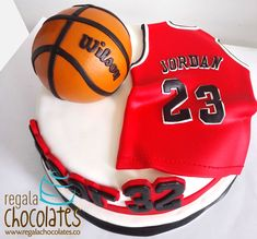 Discover recipes, home ideas, style inspiration and other ideas to try. Michael Jordan Cake, Michael Jordan Birthday, Big Cakes, Cute Cakes, Basketball Cookies, Jordan Basketball, Cinnamon Chip Scones, Cake For Boyfriend, Jordan Poster