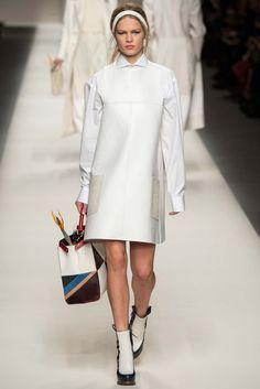 Vogue Paris Fendi Fallwinter 2015 2016 Ready To Wear Fashion Show Trend Fashion, Editorial Fashion, Runway Fashion, High Fashion, Fashion Show, Fashion Design, Milan Fashion, Fashion 2015, Daily Fashion