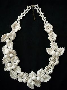 Necklace from the Irish lace - the Irish, bryuggsky and tape laces - the Country of Mothers Freeform Crochet, Crochet Art, Irish Crochet, Crochet Motif, Crochet Designs, Crochet Flowers, Crochet Patterns, Lace Flowers, Lace Necklace