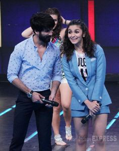 The lead pair of the upcoming movie 'Shaandaar' - Shahid Kapoor and Alia Bhatt - were seen promoting their movie at the premiere episode of Farhan Akhtar hosted 'I Can Do That'. Alia Bhatt Photoshoot, Mira Rajput, Bollywood Actress, Bollywood Fashion, Alia And Varun, Shahid Kapoor, Dimples, Cute Babies, Tv Shows