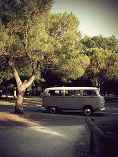 VW T2a Deluxe Vintage by Carlo Vingerling, via Flickr