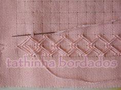 Eu uso o tecido para pintar da Estilotex, pois é fácil de desfiar.  Desfiar 1 fio e deixar 12 fios na vertical e desfiar 1 fio e deixar 9 fi...