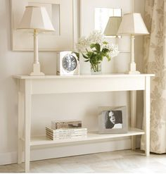 Using Modern Console Table in Decorating a Foyer : entryway decorating ideas: foyer decorating ideas: home decorating ideas