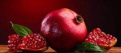 10 Health benefits of pomegranate during pregnancy you must consider to eat this holy fruit to make you baby health until birth. Vegetables Photography, Fruit Painting, Fruit Art, Love Is Sweet, Diet And Nutrition, Fruits And Vegetables, Healthy Cooking, Healthy Food, Still Life