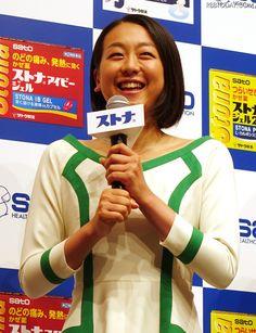 およそ20年ぶりのショートカット姿を披露した浅田真央 (640×834) 「浅田真央、CM撮影中に髪バッサリ!「イメージチェンジしたかった」」 http://www.rbbtoday.com/article/2014/09/09/123262.html