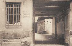 """rue du Cloître-Notre-Dame - Paris 4ème La """"Maison du Roi Dagobert"""", 16 rue du Cloître-Notre-Dame, vers 1900."""