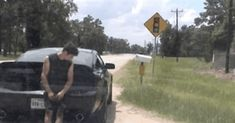 Guy gets pulled over for speeding. As he anxiously awaits his ticket - this happens. His reaction is priceless. This is how I feel when a cop isn't around and someone is driving recklessly. The fury is real. Funny Images, Best Funny Pictures, Funny Gifs, Time Photo, Having A Bad Day, Funny Moments, Funny Things, How I Feel, News Today