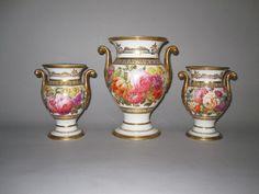 OnlineGalleries.com - Garniture SPODE Vases