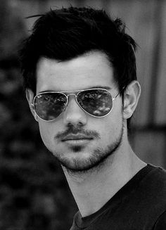 Taylor Lautner - love the new look!