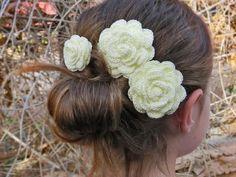Rosen Hairclips, Blumenmädchen-Haar-Blume, Bridal Haarschmuck, gelbe Rosen gehäkelt, Brautjungfer Haar, Blumenmädchen Haar.
