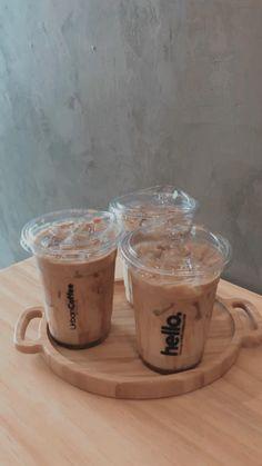 Coffee To Go, Coffee Is Life, Coffee Love, Iced Coffee, Coffee Shop Aesthetic, Aesthetic Food, Happy Drink, Creative Coffee, Coffee Truck