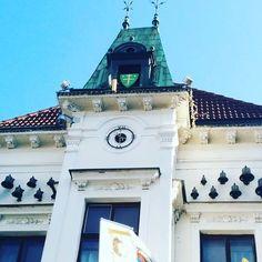 Звон этих колокольчиков можно послушать в 15 минут, половину, три четверти и, конечно же, каждый час )  #жилина #zilina #Slovakia #Словакия Bratislava, San Francisco Ferry, Victoria, Photo And Video, Videos, Building, Travel, Instagram, Viajes