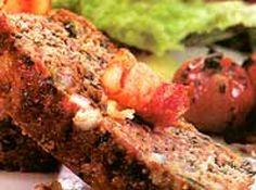 Receita de Bolo de carne com espinafre e bacon - bolo de carne em fatias e decore com tiras de bacon fritas. * Tempo de preparo: 25 min + o tempo de forno * Rendimento: 6 fatias Cozinha: ...