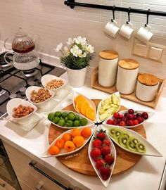 Mouth Watering Large-Protein Breakfast Recipes For Vegetarians - My Website Breakfast Table Setting, Breakfast Platter, Breakfast Recipes, Party Food Platters, Food Decoration, Snacks, Food Presentation, Meal Planning, Food And Drink