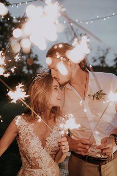 Wedding Poses 41 Inspiring Backyard Wedding Ideas for an Inexpensive Wedding Trendy Wedding, Perfect Wedding, Dream Wedding, Light Wedding, Wedding Simple, Spring Wedding, Magical Wedding, Elegant Wedding, Wedding Styles