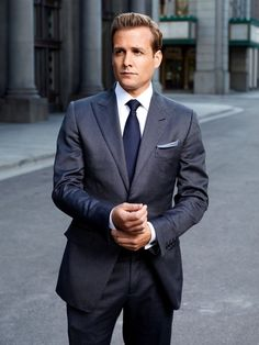 Gabriel Macht as Harvey Specter on Suits Harvey isn't just one of New York City's best legal closers; Harvey Specter Anzüge, Trajes Harvey Specter, Suits Usa, Mens Suits, Guys In Suits, Blue Suits, Sharp Dressed Man, Well Dressed Men, Costume Tom Ford