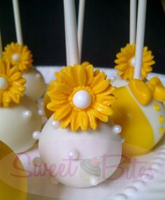 Bride Cake Pop ~! Pretty Cakes, Cute Cakes, Yummy Cakes, Wedding Cake Pops, Wedding Cakes, Brides Cake, Cake Ball, Bee Party, Cookie Pops
