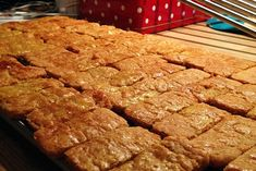 Brune pinner Banana Bread, Baking, Desserts, Food, Brown, Tailgate Desserts, Deserts, Bakken, Eten