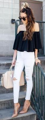 Outfits con jeans y blusas con hombros descubiertos