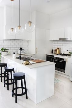 13 Minimalist Kitchen Ideas For A Modern House. Elegant White Minimalist Kitchen Design Ideas For More Comfortable. Minimalist Kitchen Design, Kitchen Inspirations, Interior Design Kitchen, Kitchen Cabinet Design, White Kitchen Design, Simple Kitchen, Kitchen Design Small, Kitchen Lighting Design, Kitchen Renovation