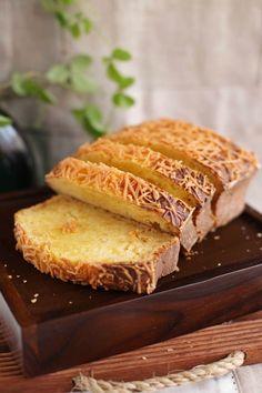 Kue Tape-keju Fermented cassava cake