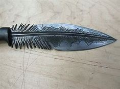 Nocturne-Owl (Powers): Able to project Iron-hard feathers as sharp throwing instruments to attack enemies from above or sharpshoot very specific targets. Pretty Knives, Cool Knives, Swords And Daggers, Knives And Swords, Armas Ninja, Forged Knife, Knife Sharpening, Fantasy Weapons, Custom Knives
