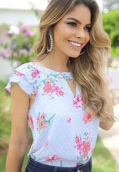 1005 likes 14 comments Mode Outfits, Casual Outfits, Fashion Outfits, Womens Fashion, Jw Mode, Mode Inspiration, Floral Blouse, Blue Blouse, Floral Tops