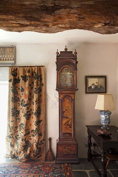 Elegant English country living room ideas for your home. English cottage interior design suggestions and inspiration. Cottages Anglais, Room Deco, English Country Decor, French Country, Country Interior, Antique Interior, English House, Interior Decorating, Interior Design