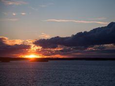 """59°32'46.6""""N 21°13'53.7""""E   Sundeck, Silja Symphony Kuva: Joji Shimamoto, Tokio  Auringon laskiessa meren taa tuntui kuin näkisin sen miljoonat sävyt ensimmäistä kertaa."""