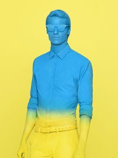 The person in blue can be replaced as a mannequin and have a concept about inner color of each individual